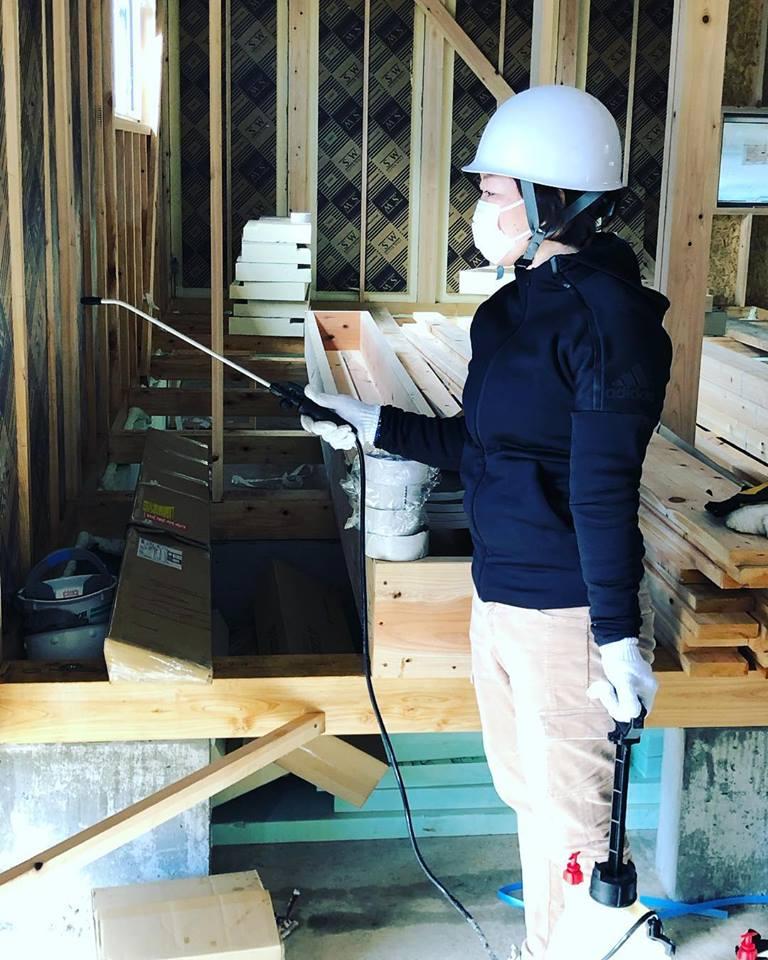 お客さまの大切なお住まいをシロアリ被害から守るための施工を行います